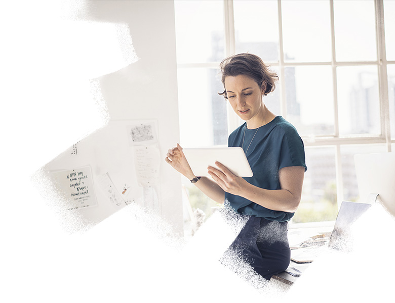 A women using tablet in the office